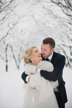 Winter wedding - snow makes for beautiful pictures.