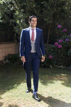 Chaqué de novio a medida azul tinta. #tomblack #sastreria #chaque #traje #azul #novio #boda #wedding #chaleco