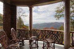 How could you go inside? Beautiful. Home Décor - Casa nas Montanhas - Cris Vallias Blog 13