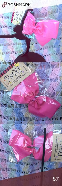 Beautiful Bow Clip Beautiful Bow clip in pink tone; stylish and comfortable for the little ones and adults ! Bow clip can be attached to any Paxi headband as well. Paxi Accessories Hair Accessories