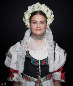 Žena v parte a kroji z oblasti Turca :Slovak  bride in folk costume from Turiec in Slovakia