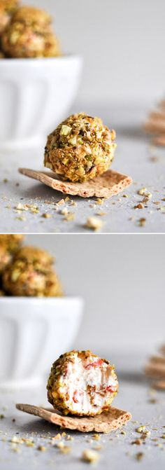 Easy Roasted Red Pepper, Bacon and Goat Cheese Truffles, a lovely little appetizer with crackers. I howsweeteats.com