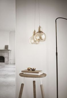 Mega Bulb Gold Pendant - Ø 18 cm - White cable Gold / White cord | Suspension And Tradition