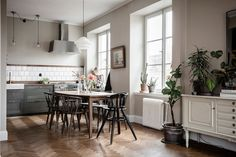 〚 Creative atmosphere and golden bathtub: family apartment in Sweden 〛 ◾ Photos ◾Ideas◾ Design Refurbished Furniture, Cheap Furniture, Kitchen Furniture, Kitchen Interior, Furniture Stores, Furniture Websites, Furniture Outlet, Design Kitchen, Discount Furniture