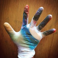 #color #chococar #fullcolor #guante #glove #lima #peru #sprays #latas #matizando #contraste #streetart #work #chill by chococar1