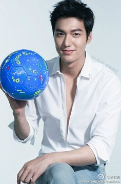 Lee Min Ho ❤ currently watching world cup! Boys Over Flowers, Flower Boys, Lee Min Ho Kdrama, The Great Doctor, Park Hyung, Lee Min Ho Photos, Handsome Korean Actors, Kim Bum, New Actors