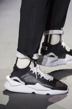 Y-3 Fall 2018 Men's Fashion Show Details. All the Fall 2018 Paris Menswear fashion shows in one place. Designer collections, PFWM, runway reviews, photos, videos, backstage, accessories, beauty, atmosphere, street style & more. #MensFashionAccessories