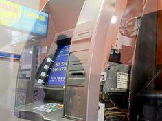 Depositaron dinero en un cajero y se olvidaron de cerrarlo, en Santa Cruz