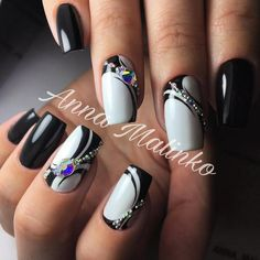 Gorgeous Metallic Nail Art Designs That Will Shimmer and Shine You Up - Stylendesigns Fancy Nails, Bling Nails, Glitter Nails, Stylish Nails, Trendy Nails, Metallic Nails, Acrylic Nails, Hair And Nails, My Nails