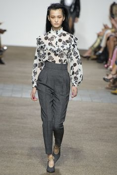 Topshop Unique Spring 2017 Ready-to-Wear Fashion Show - Wangy Xinyu