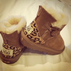 Wearing Ugg boots are so cozy and warm, you don't want to take them off. Look here, have your favorite style,just $39.9