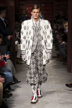 MMU FW 2014-15 – Moncler Gamme Bleu See all the catwalk on: http://www.bookmoda.com/sfilate/mmu-fw-2014-15-moncler-gamme-bleu/ #moncler #milan #fall #winter #catwalk #menfashion #man #fashion #style #look #collection #MMU