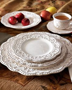 Bianca dinnerware. This setting can be the under study to your star dinnerware pieces or as the Star.