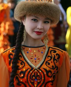 A Beautiful Kazakh Girl - Turkic language family, Asian ethnic community. Folk Costume, Costumes, Beautiful World, Beautiful People, Costume Ethnique, Ethno Style, Beauty Around The World, Central Asia, World Cultures