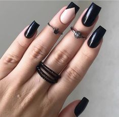 Semi-permanent varnish, false nails, patches: which manicure to choose? - My Nails Goth Nails, Edgy Nails, Grunge Nails, Oval Nails, Stylish Nails, Trendy Nails, Pink Nails, Color Nails, Halloween Acrylic Nails