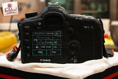 Canon Camera Cake by Dolci Pasteleria Digital Photography, Photography Tips, Camera Cakes, White Food Coloring, How To Make Cake, Cake Decorating, Decorating Ideas, Digital Camera, Fotografia
