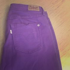🎉SALE🎉 Purple Levi Skinny Jeans Purple women's/ juniors skinny straight leg pants. Worn once still in good condition Levi's Pants Skinny