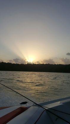 Atardecer en el lago gatun pescando