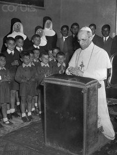 Pope Pius XII Kneeling in Prayer - 1954 #TuscanyAgriturismoGiratola