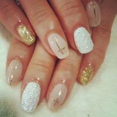 Kind of like this  #nail #unhas #unha #nails #unhasdecoradas #nailart #gorgeous #fashion #stylish #lindo #cool #cute #fofo #branco #white #dourado #gold #cruz #cross