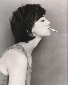 Charlotte Gainsbourg with short hair Charlotte Gainsbourg, People Smoking, Women Smoking, Girl Smoking, Jane Birkin, Gainsbourg Birkin, Serge Gainsbourg, Star Francaise, Lou Doillon