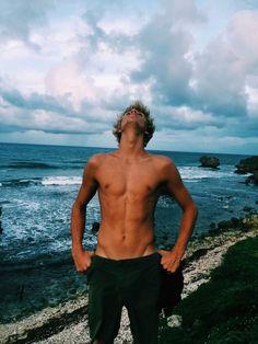 Surfer boys can be so fucking hot.Such amazing abs. Beautiful Boys, Pretty Boys, Cute Boys, Hot Guys, Hot Surfers, Surfer Boys, Pepe Le Pew, Lucky Blue Smith, Raining Men