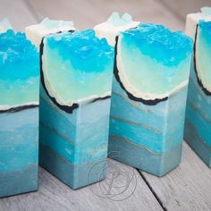 I'm blown away by this amazing crystal geode soap by Emily of @shiehdesignstudio. Emily used the new Sparkling Snowdrop Fragrance Oil which is the perfect scent for these icy bars. The combination of layers, mica lines and the beautiful melt and pour embed is just incredible!