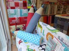 Fabric Crafts A Guide to Sewing Pencil Pillows by Andrea Kollath on the Bernina … Fabric Crafts Eine Anleitung. Sewing Projects For Kids, Sewing For Kids, Diy Craft Projects, Craft Tutorials, Diy For Kids, Diy And Crafts, Sewing Pillows, Diy Pillows, Sewing Toys