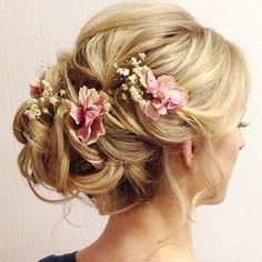 beautiful wedding hair updo hairstyle perfect for boho brides #bohobride #bohohair #weddinghairstyle #hairstyleideas #hairstyle #updo #messyupdo #bohemianhair