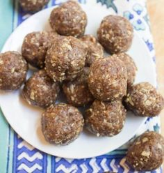 Oatmeal Raisin Energy Bites ... wondering how pecans would work instead of walnuts