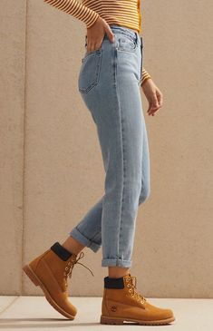 Pacsun Megan Blue Mom Jeans - 29 Online only! Take style pointers from the in the cute and casual Megan Blue Mom Jeans by PacSun. These jeans feature a high-rise fit, light blue wash, and a relaxed fit. Blue Mom Jeans, Camo Jeans, Buy Jeans, Women's Jeans, 90s Mom Jeans, Mom Jeans Style, Timberland Outfits, Outfit Jeans, Jeans Outfit Winter