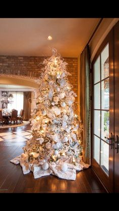 Beautiful Christmas Tree.. I love the white poinsettia tree skirt! It's all in the details