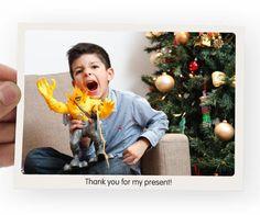 Boas Maneiras Agradecimentos Pós-Natal  Não podemos jamais esquecer de agradecer os presentes recebidos no Natal. Na hora em que os recebemos pessoalmente mas também aqueles que recebemos de pessoas ausentes.  São avós irmãos primos ou pais que estão distantes e nos mandam presentinhos principalmente para as crianças. Esses presentes também devem ser agradecidos. Hoje com esses recursos tecnológicos é possível fazer um cartão postal com uma foto quem sabe da criança com o brinquedo na mão ou…
