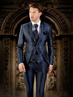 Eleganza Tournai B Groom And Groomsmen Style, Groom Style, Mens Fashion Suits, Mens Suits, Wedding Men, Wedding Suits, Suit Shirts, Tuxedo Suit, Casual Suit