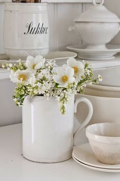 Farm to vase flower subscription boxes & more! Perfect for a gift or to treat yourself, BloomsyBox offers bigger, better blooms! White Flowers, Beautiful Flowers, House Beautiful, Spring Flowers, Beautiful Things, Flower Subscription, Narcisse, Vibeke Design, White Cottage