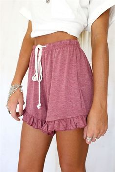 Chic Frill Shorts - Bottoms by Sabo Skirt Looks Cool, Looks Style, My Style, Moda Converse, Summer Outfits, Cute Outfits, Summer Shorts, Skirt Outfits, Casual Outfits