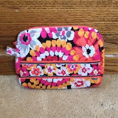 pixie blooms small cosmetic  small cosmetic! perfect condition! Vera Bradley Bags Cosmetic Bags & Cases