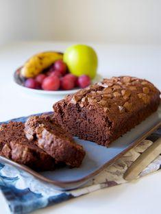 Banan och chokladkaka- Vegansk - ZEINAS KITCHEN Bakers Gonna Bake, Fika, Healthy Sweets, Baking Recipes, Banana Bread, Deserts, Easter, Vegans, Box Lunches