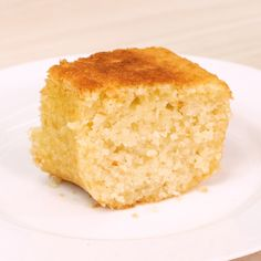 Kentucky Butter Cake is a homemade moist butter cake that is topped with a buttered rum sauce. The ultimate southern cake recipe! Cake Recipes From Scratch, Easy Cake Recipes, Sweet Recipes, Dessert Recipes, Tapioca Cake, Kentucky Butter Cake, Sugar Free Diet, Tasty, Yummy Food