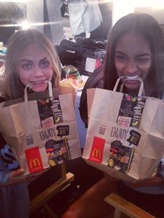 Cara Delevingne and Jourdan Dunn This is strangely attractive. Strangely... ROAD TRIP!!!!