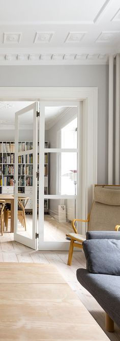 Folding door divides the scene in this classic dual living room apartment #vahledoor #interiordoor #foldingdoor #glassdoor #bespokedoor #architecture #design #madeindenmark
