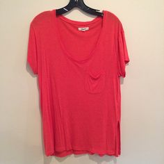 Super soft Madewell Tee! This is a super comfy tee, it's bright red color and has an oversized fit. Only worn once or twice. Madewell Tops Tees - Short Sleeve