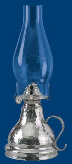oil lamp hammered pewter chaudron val-david, qc lampe à huile étain martelé atelier B. Chaudron
