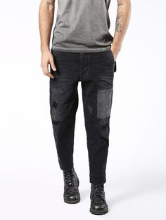 Diesel carrot Jeans for man: buy the perfect fit to make your legs look slimmer and longer. Update your closet with the latest arrivals on Diesel Official Online Store. Jogg Jeans, Denim Dye, Rugged Style, Diesel Jeans, Denim Fashion, Parachute Pants, Perfect Fit, Carrots, Black Jeans