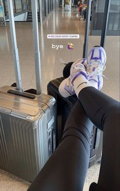 Summer Aesthetic, Travel Aesthetic, Aesthetic Photo, Creative Instagram Stories, Instagram Story Ideas, Travel Pictures Poses, Airport Photos, Insta Photo Ideas, Dream Life