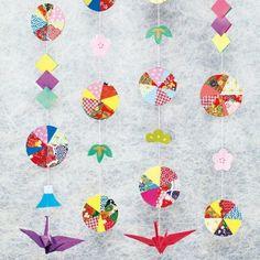 色画用紙と千代紙で「手まりの吊るし飾り」。お正月らしい、手まりをイメージした吊るし飾りです。大小の千代紙を、自由に組み合わせましょう。 #和紙 #千代紙 #飾り #色画用紙 #手まり #1月 #2月 #季節の制作 #デイ #介護 #デイサービス #2018_1_2月号 Diy And Crafts, Crafts For Kids, Arts And Crafts, Origami, New Years Decorations, Japanese Design, Mother And Child, Kids Rugs, Christmas