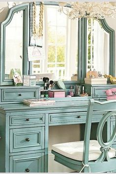 The vintage vanity table can be your way to make your room beautiful. Vanity table has many functions as your … Decor, Shabby Chic Dresser, Bedroom Vanity, Sweet Home, Chic Bedroom, Furniture, Home Decor, Girls Bedroom Furniture, Room Decor