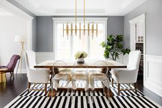 Modern Dining Room Ideas With Luxury Chairs By Philippe Starck Black And White Dining Room, Image Deco, Luxury Chairs, Glass Furniture, City Furniture, Furniture Design, Dining Room Inspiration, Dining Room Design, Family Room