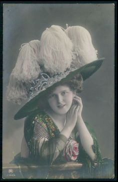 Edwardian Lady fashion hat woman glamour original old 1910 photo postcard a12