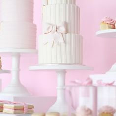Wedding cake: love the bow.